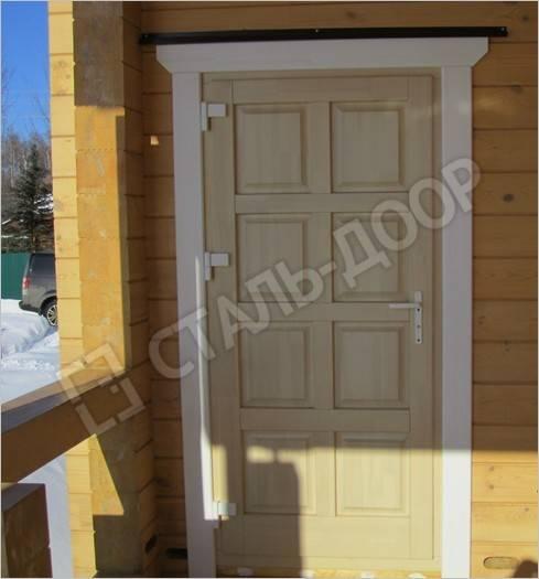 установка входной двери в брусовых домах
