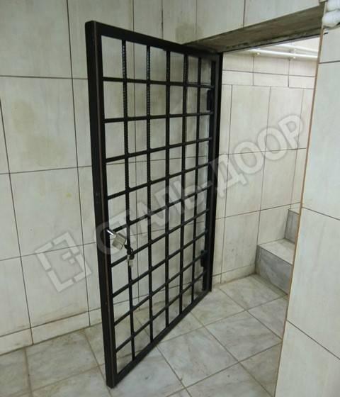 двери на подвал железные