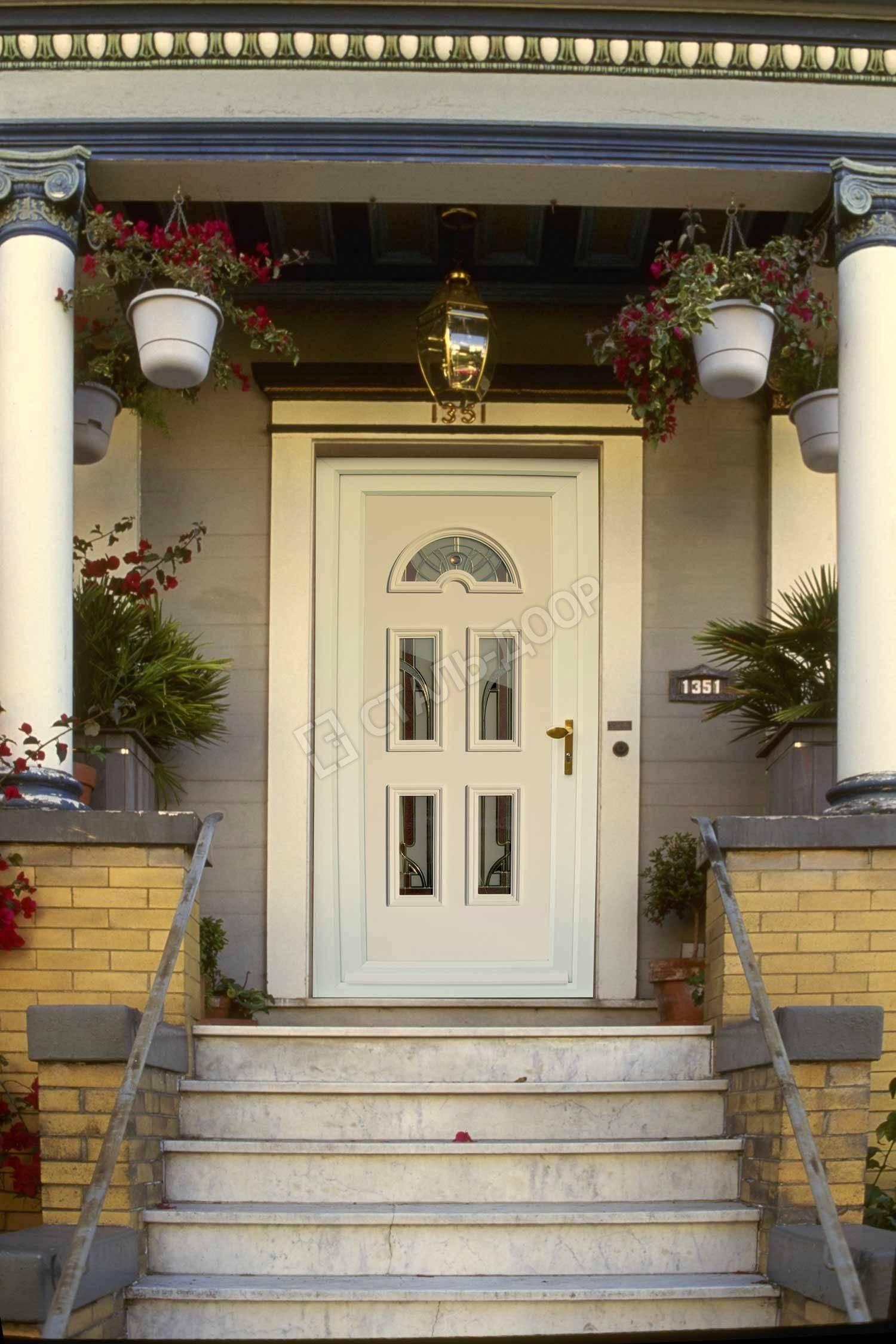 входные двери в загородный дом белые