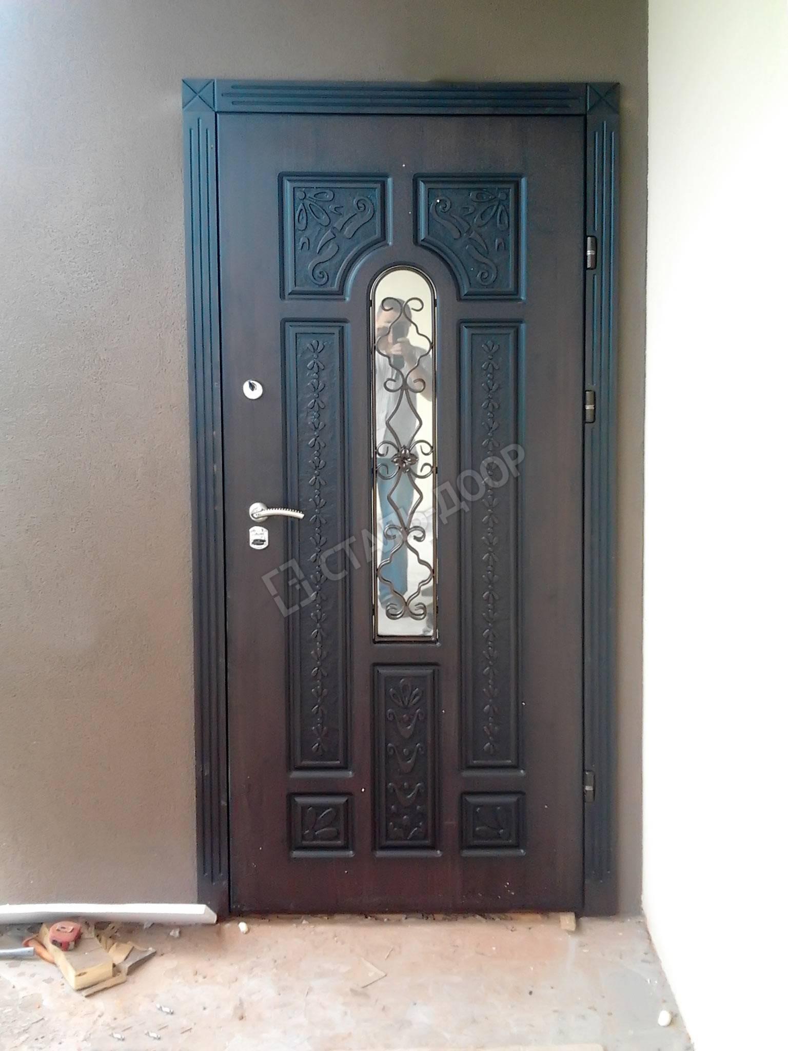 Уличные двери со стеклом фото
