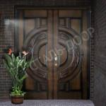 входная дверь двухстворчатая черная